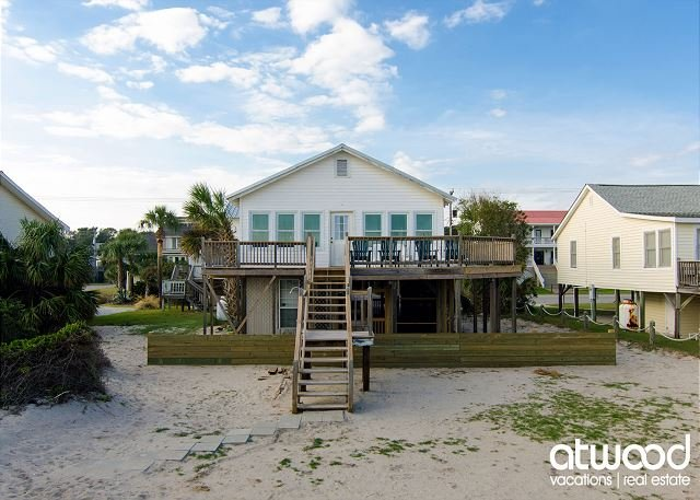 Pause A While - Classic Beach Front Home; Expansive Ocean Views; Sun Deck, holiday rental in Edisto Island