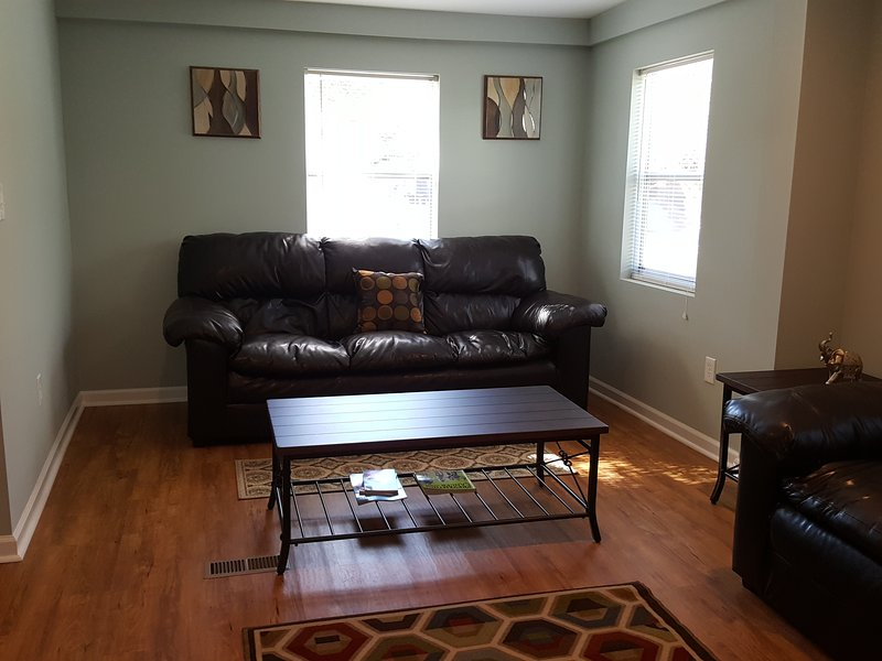 Charming Home at Oceanview Beach Location in Norfolk, VA, vacation rental in Norfolk