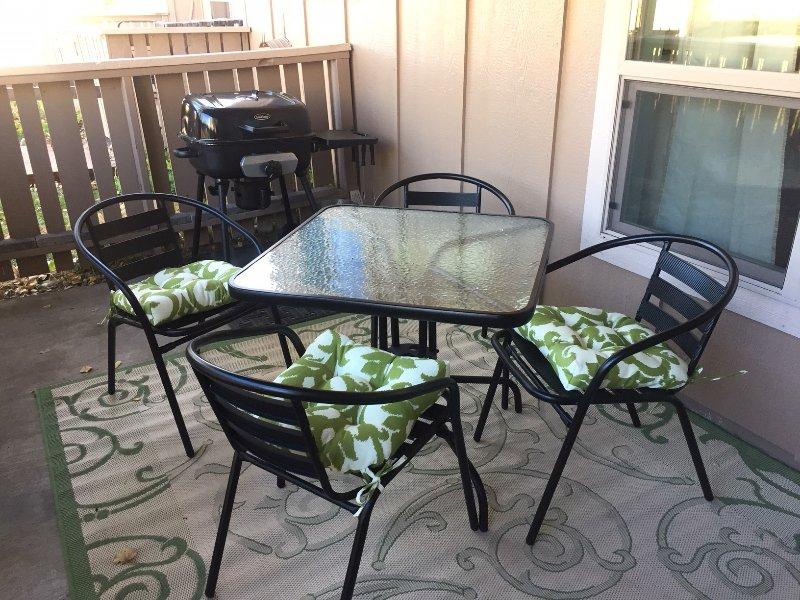 Apportez votre repas à l'extérieur pour une expérience en plein air.