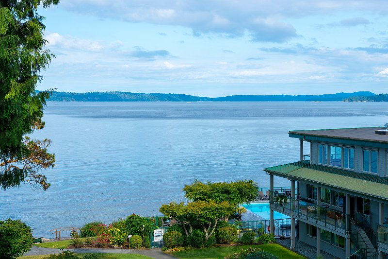 OCEANFRONT Condo~Stunning Views~INN OF THE SEA RESORT~Seaside Pool & Hot Tub, location de vacances à Nanaimo