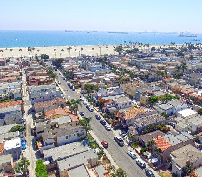 Photo aérienne de la Casa face à l'océan Pacifique