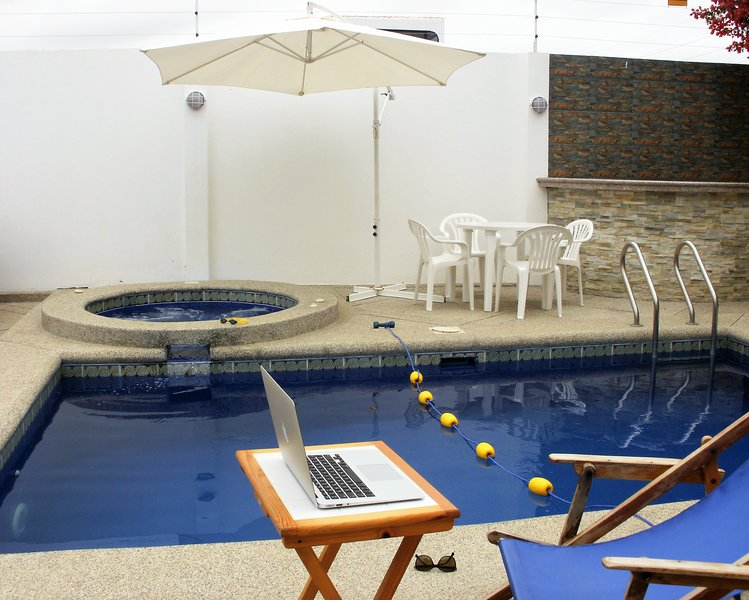 Cesar's House: Comfortable House. Private Pool. Free: Wi-Fi & Cable, casa vacanza a Salinas