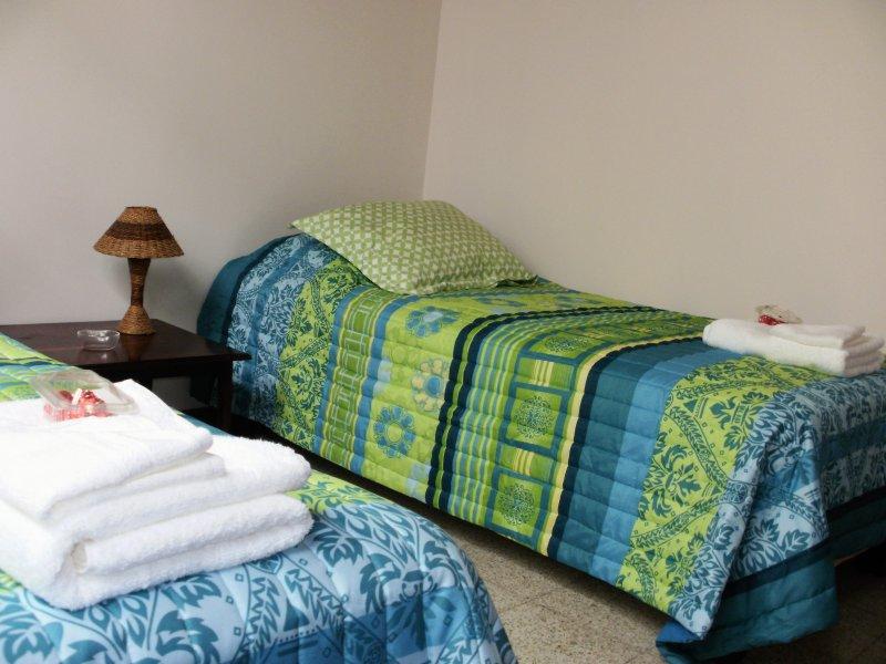 Bedroom: sleeps 2