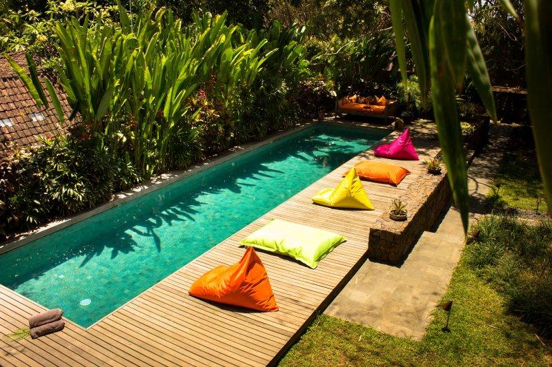 Wonderful 4 Bedrooms Wahyu Villa with 2 Pools, Sleep 8 to 10, holiday rental in Pemecutan Klod