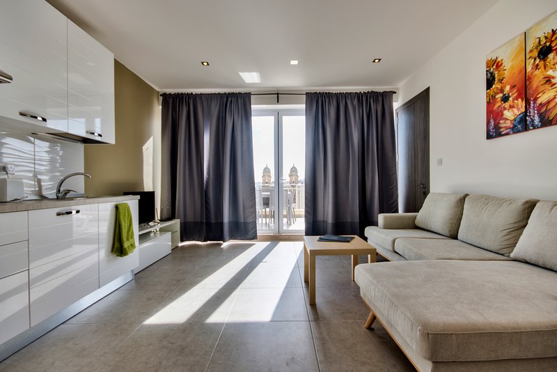 Off The Strand Gzira Penthouse, Ferienwohnung in Ta' Xbiex
