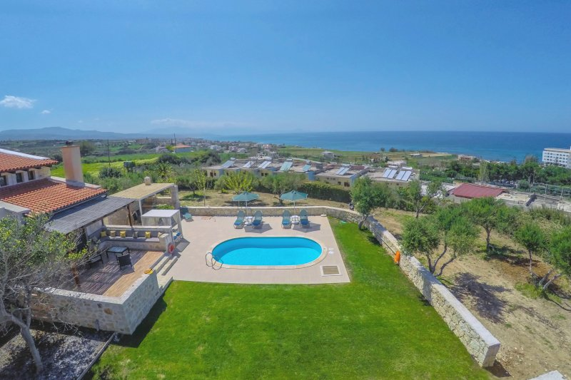 Villa Takis - Sea View, Private Pool, 3 Bedrooms, Satellite TV, Internet (WiFi)