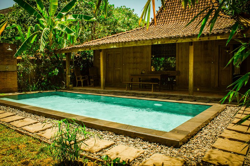 Wahyu Joglo with Private Pool Seminyak, Free Scooter, holiday rental in Pemecutan Klod