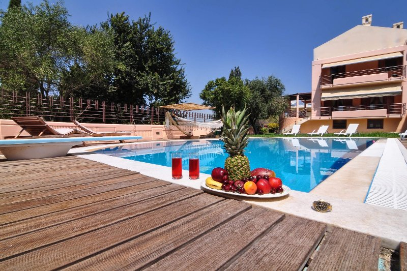 Luxurious vacation villa with private pool, BBQ and private garden, 10 minutes away from Corfu Town!