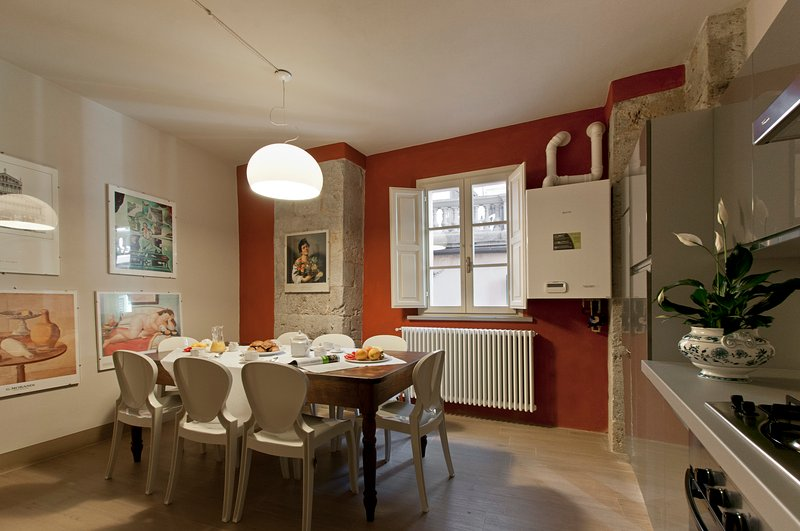 Elegant apartment in old tower house in central Pisa, 3 bedrooms, sleeps 7, location de vacances à Pise