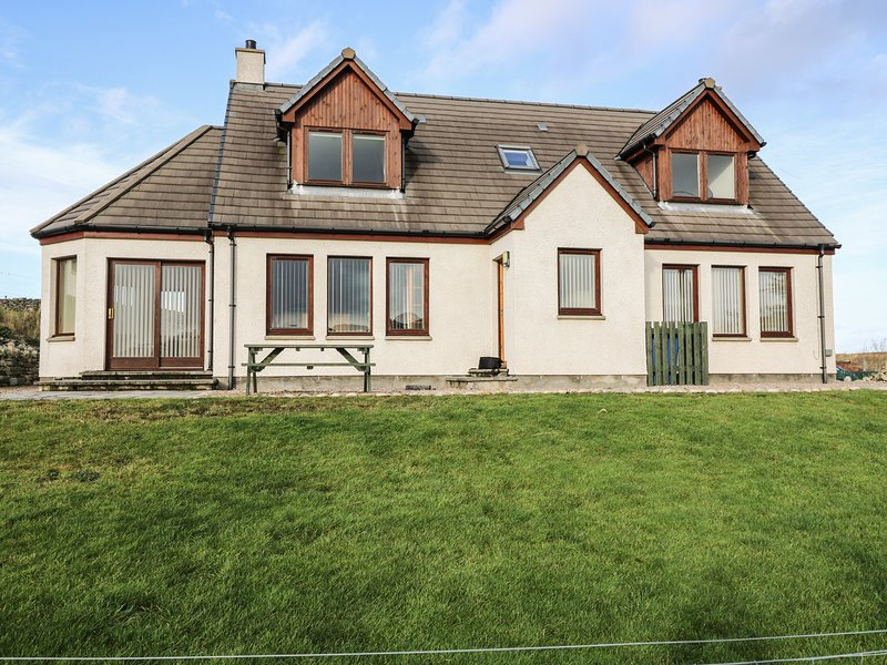 BEN LOYAL VIEW, detached, 3 en-suite bedrooms, pet-friendly, WiFi, near Tongue, alquiler de vacaciones en Durness