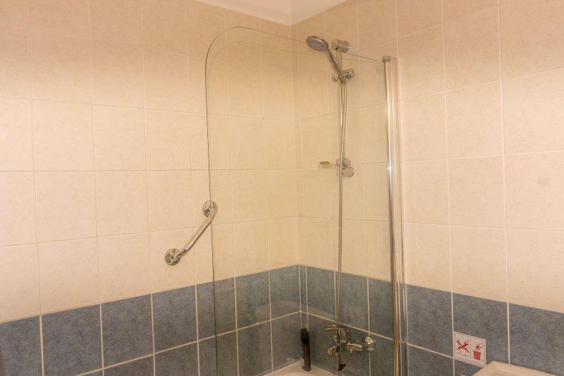 Bath/shower.