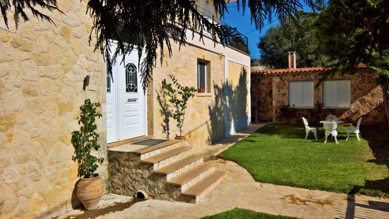 Villa Arietta.. a combination of elegance, comfort and sea view, Ferienwohnung in Lassi