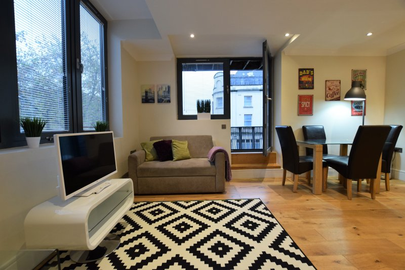 3 Bedroom apartment with balcony, location de vacances à Bristol