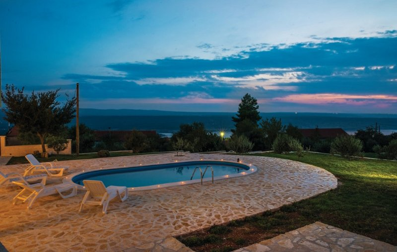 RELAX and ENJOY in VILLA with POOL, location de vacances à Gracac