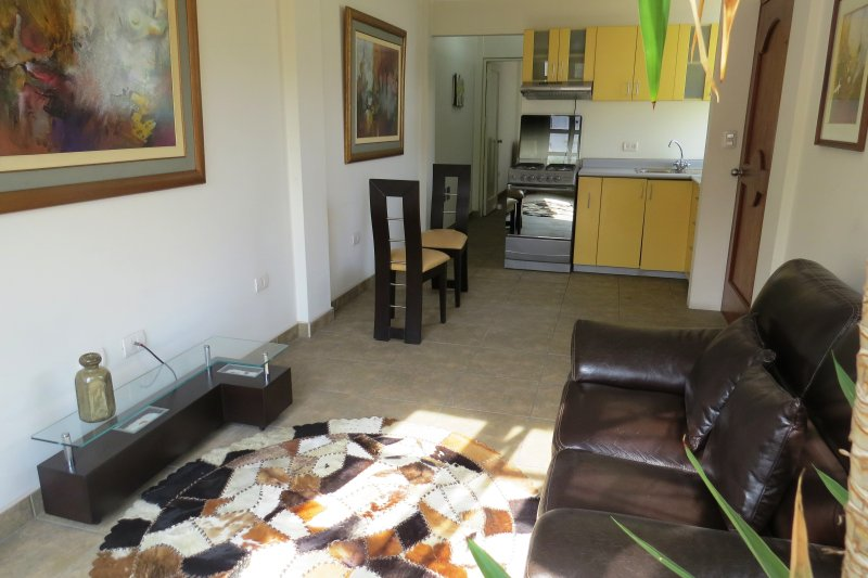 Aparts 4 Days 3, holiday rental in Lince