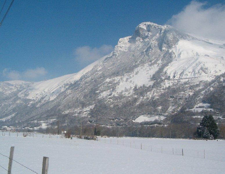 Maison 8 personnes en montagne dans les Pyrenees, holiday rental in Buzy