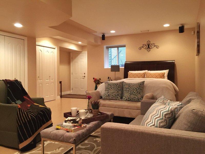 1000sqft Private Suite with 3 Queen beds, Newly Renovated, aluguéis de temporada em Maple Ridge