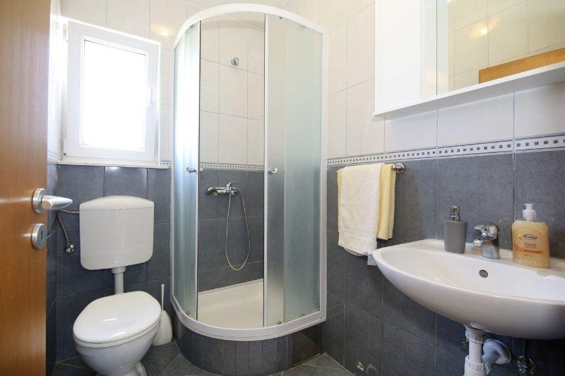 A4 (4 + 2): bagno con wc