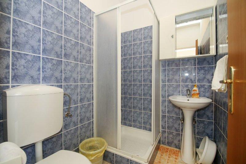 SA2 (2): Bad mit WC