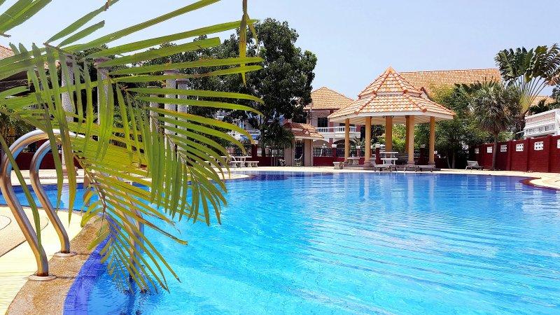YAILAND LUXURY VILLA PATTAYA - PRIVATE POOL - 5 BEDROOMS, holiday rental in Pattaya