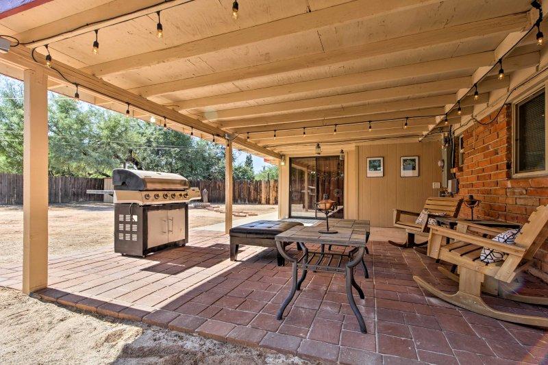 Tillbringa fridfulla kvällar slappa på terrassen med dina medresenärer.