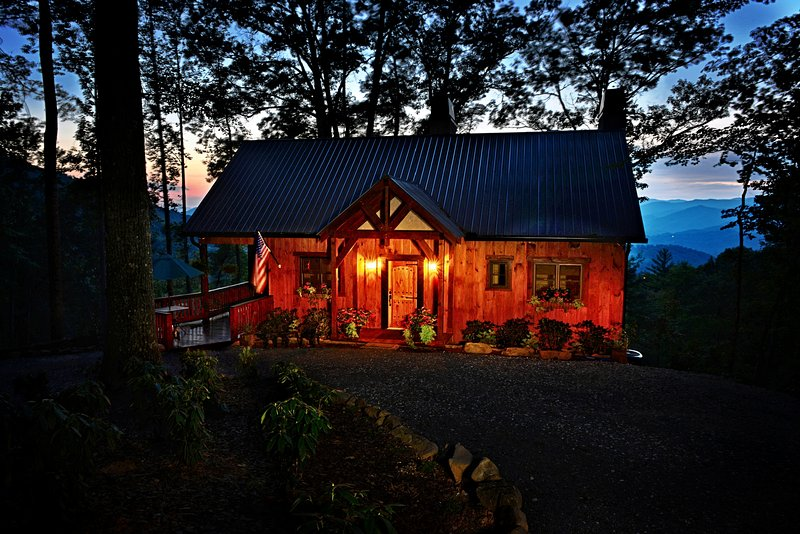 'Buffalo Trace Cabin' w/ Panoramic Smoky Mtn Views, holiday rental in Bryson City