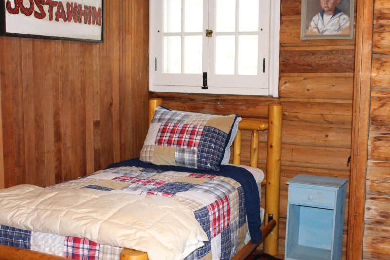 Log Twin Bedroom (2 camas gemelas)