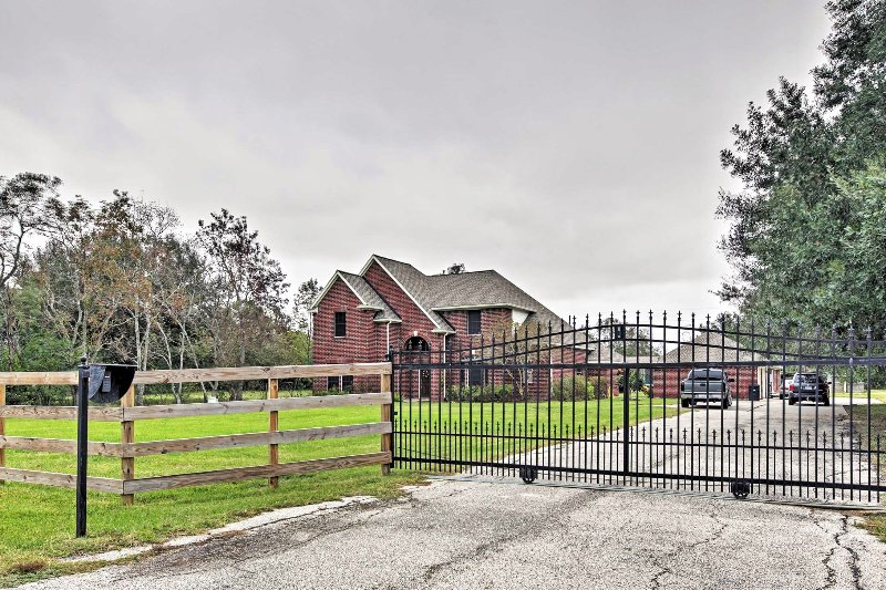 Situated on a 2.5 acre property, you'll have plenty of privacy while staying at this fabulous Katy house!