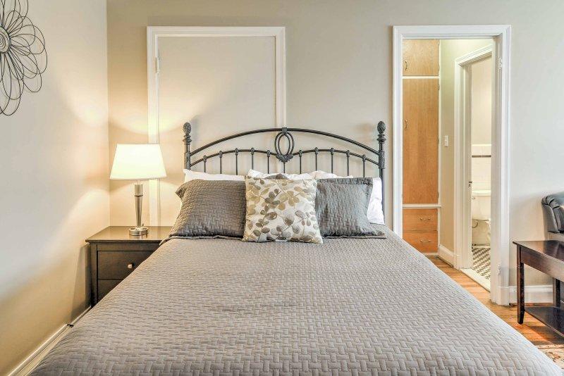 Ontspan en verjongen in deze pluche queen bed.