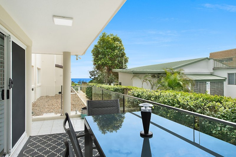 Blue Haven - Absolute Beachfront - Min. 3 night stays!, vacation rental in Tugun