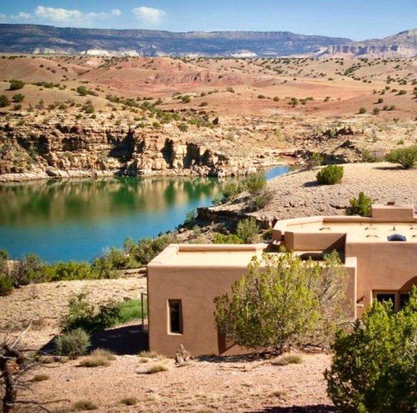 """Votre maison de vacances au lac Abiquiu, la Casita del Lago. """"Le meilleur endroit où nous ayons séjourné"""" - John S, 10/17"""