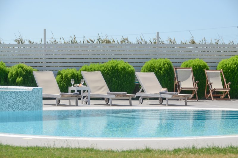 Depis luxury villas Plaka Naxos /3 Villas/8 Bedrooms/ 7 bathrooms for 18 persons, holiday rental in Plaka