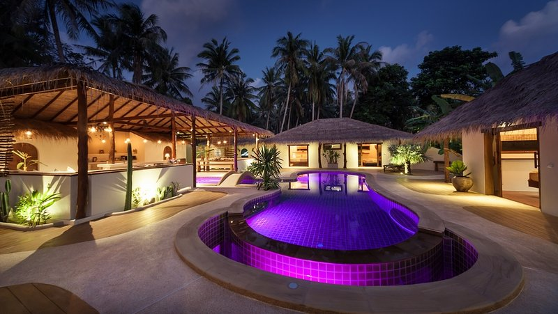 Baan Thamarchat 2 tropical villas 10 bedrooms, Private Celebration or Yoga space, vacation rental in Ban Chalok Ban Kao