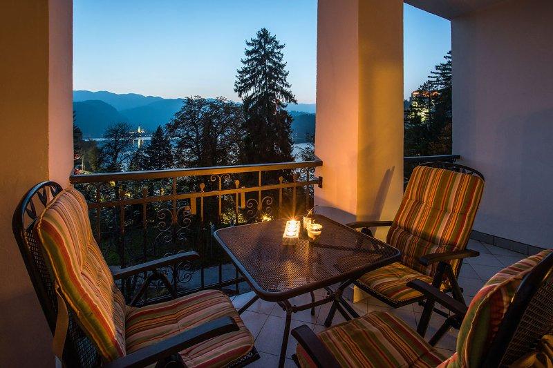 Lake Bled Island & Castelo de visão noturna / Terraço Privado