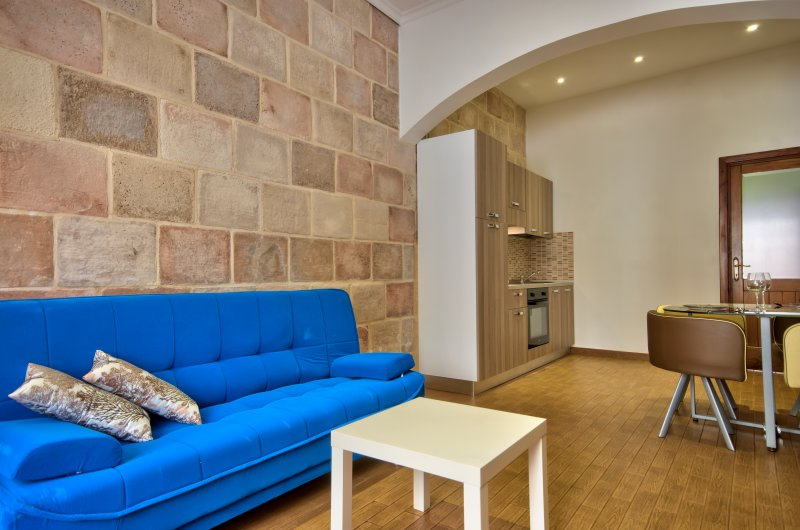 Few minutes off the Ferries Comfy Sliema 1-bd Maisonette, vacation rental in Mqabba
