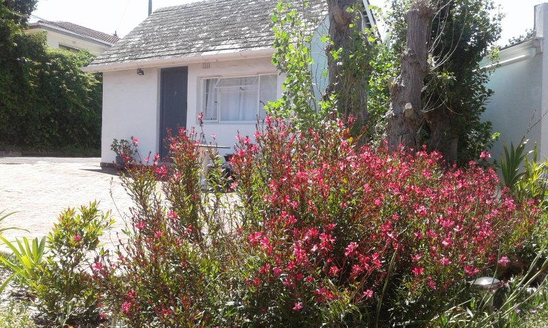 Self catering cottage. Secure onsite parking, swimming pool, barbecue. Close to all attractions.
