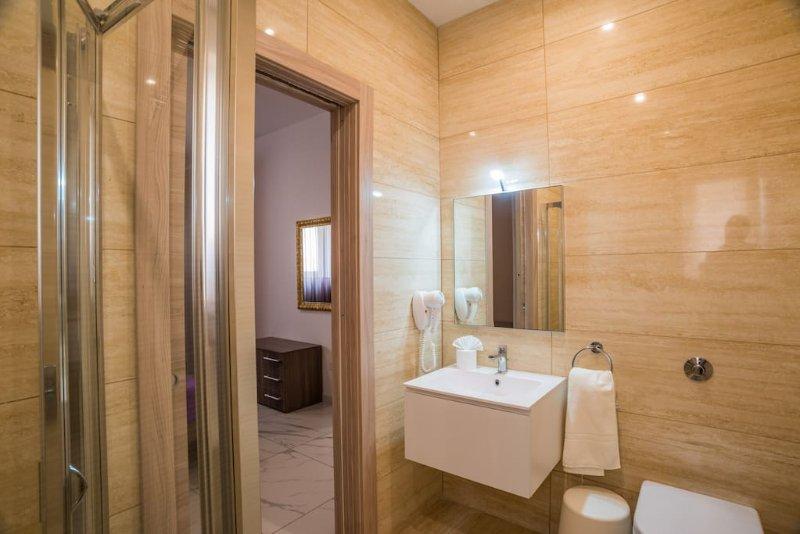 En-Suite Shower or 4 Bedroom