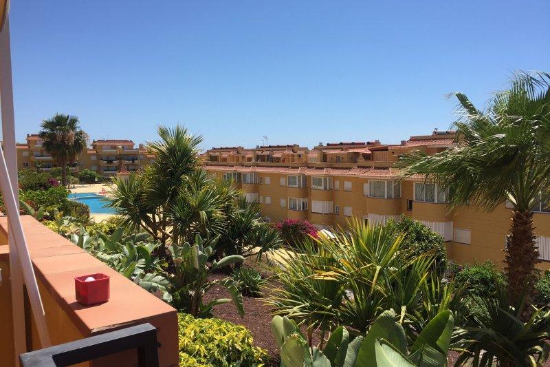 Comfortable 2Bdr apartment with large terrace ocean view & patio, holiday rental in Puerto de Santiago