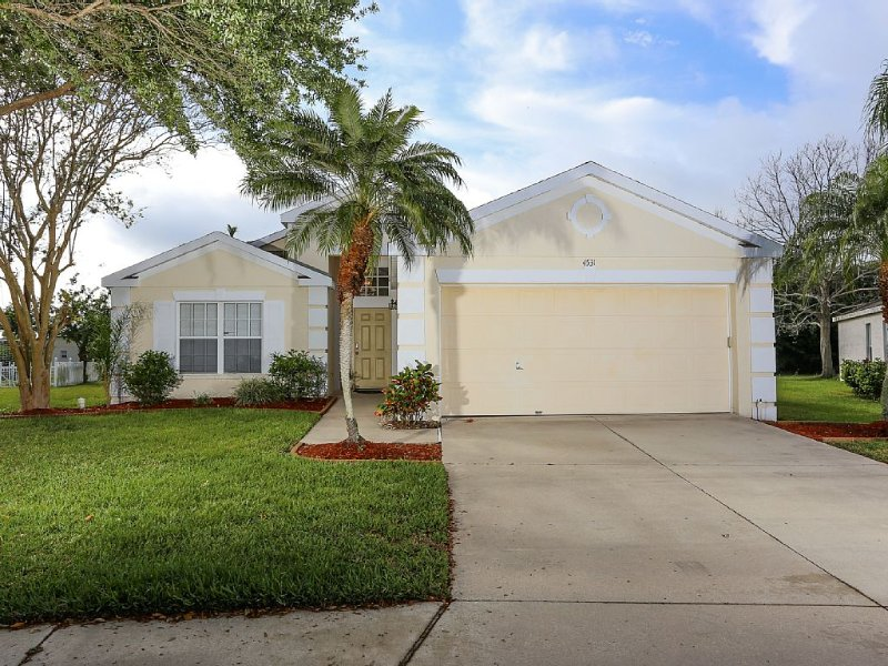 4 bedroom pool villa with great lakeview - bird lovers dream, holiday rental in Bradenton
