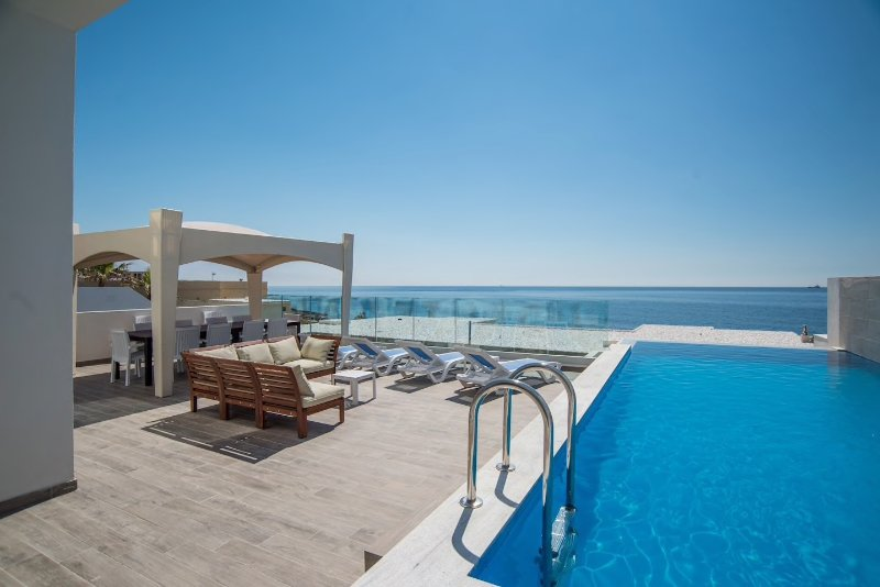 Ultra Modern sea front villa with private pool, vacation rental in Marsascala