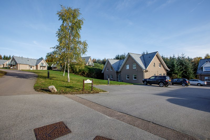 Apartment 20 Inchmarlo, Banchory. 2 Bedroom, both en suite, self catering, vacation rental in Alford
