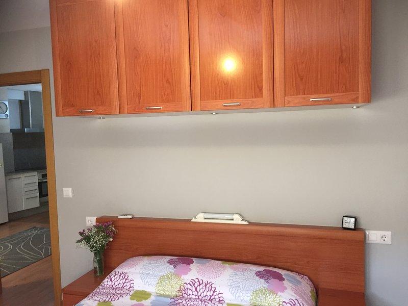 Apartamento al lado de la Escuela Naval Militar, holiday rental in Marin