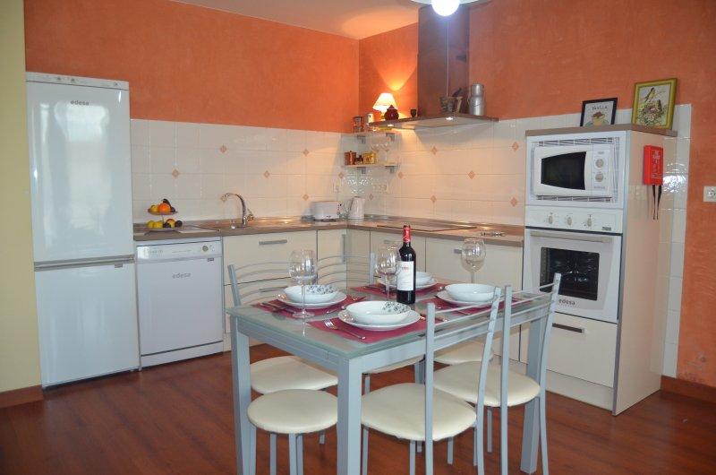 CASA EMMA   3 dormitorios  VUT47-24, holiday rental in La Cisterniga