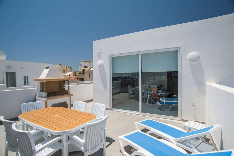 Brand New Sky Villa with Private Pool, vacation rental in Marsascala