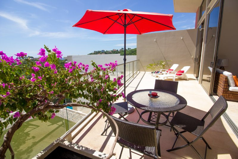38163 - Penthouse with Direct Beach Access, vacation rental in Huatulco