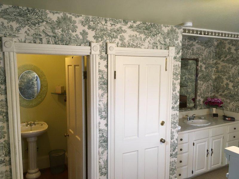 Guanella Pass Suite- Rose Street Bed & Breakfast, vacation rental in Georgetown
