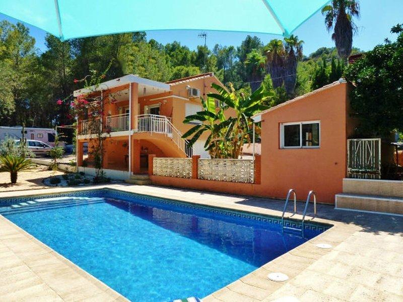 Villa canta corazon met groot omheind zwembad en tropische tuin
