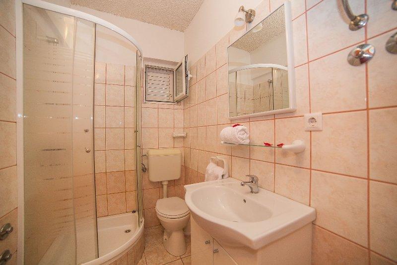 A4(5): bathroom