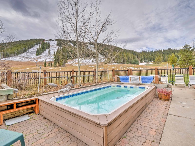 Escape to this 1-bed, 2bath vacation rental located in the Foxpine Inn!