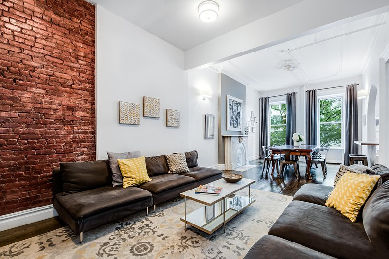 MIDTOWN FLATS NYC -Pristine Legal 4 Bedroom Townhouse Steps to Fifth Avenue, holiday rental in New York City